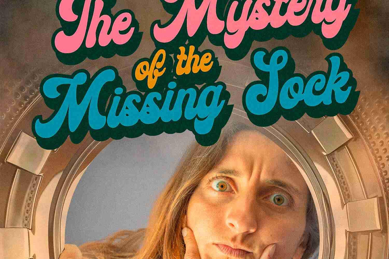 Volto di donna pensieroso che guarda dentro lavatrice - il mistero del calzino scomparso Lorenzdesign studio grafico